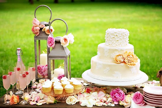 Beautiful Flowery Wedding Dessert Table | My Blog